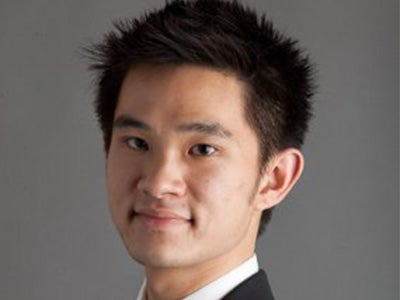 A headshot of MBA student Gabriel Ng with a gray background.