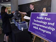 Students from the Andre Koo Technology and Entrepreneurship MBA Class of 2020 arrive on Stern's campus in NYC for the Focused MB