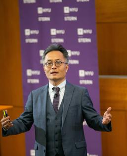 Youngjin Yoo presents at the NYU Stern Digital Innovation Conference